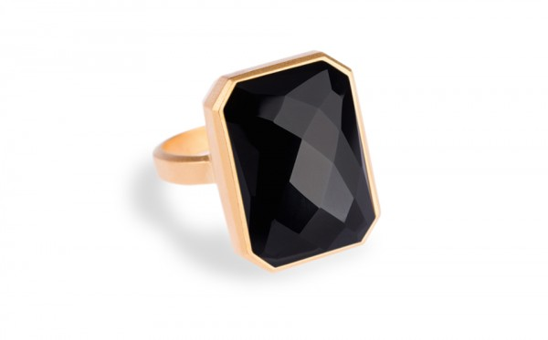 Black Ringly 600x373 Ringly Smart Ring Signals Mobile Alerts with Style