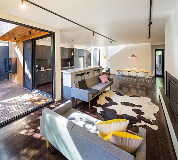 Elwood House by Robert Nichol and Sons 4 600x538 Elwood House Fuses Modern Design with 19th Century Structure