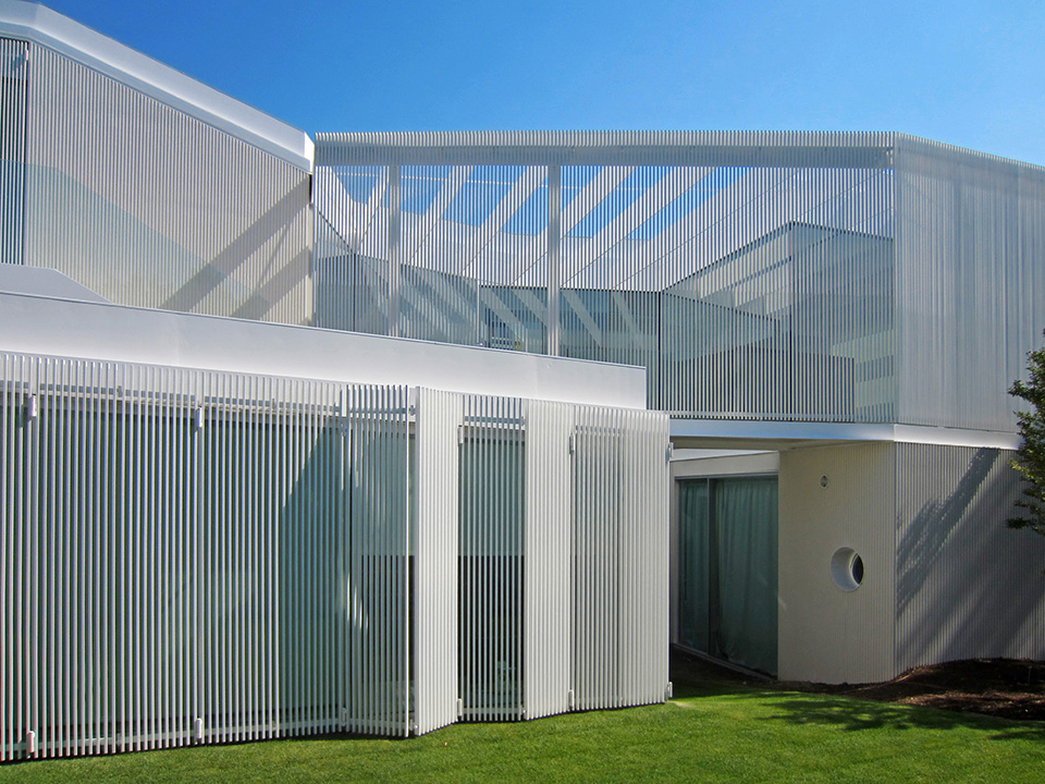 Green Roofed Labyrinth House by Estudio Entresitio 8