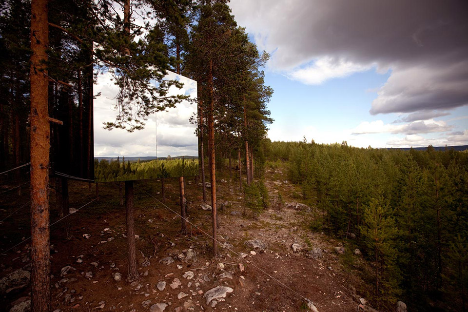 Mirror Cube at TreeHotel Sweden 1