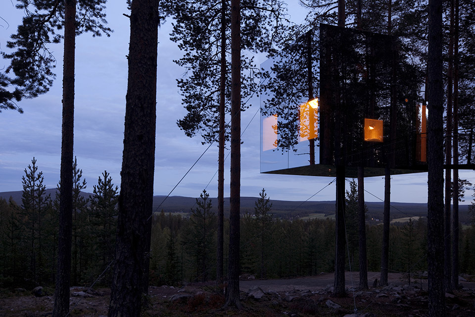 Mirror Cube at TreeHotel Sweden 3