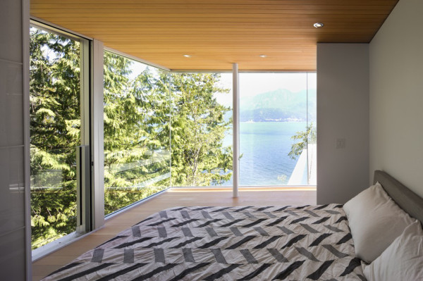 gambier island house by mcfarlane green biggar 4 600x399 The Gambier Island House is an Off Grid Island Escape