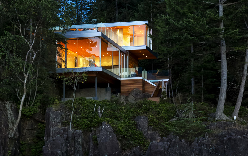 gambier-island-house-by-mcfarlane-green-biggar-hero