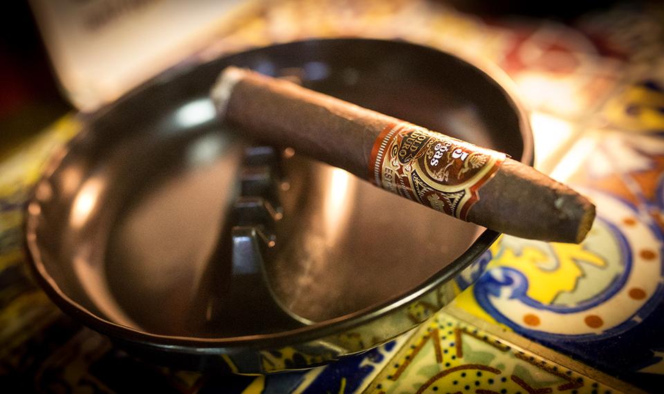 Man-Cave-Tampa---Vegas-Cigar-in-Ashtray-2