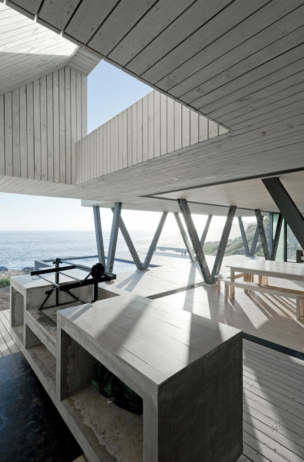 Rambla House by LAND Arquitectos 7 600x911 Rambla House by LAND Arquitectos Overlooks the Pacific Surf