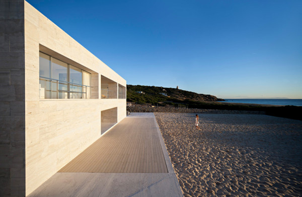 house of the infinite by alberto campo baeza 7 600x393 House of the Infinite is a Stoic Seaside Temple