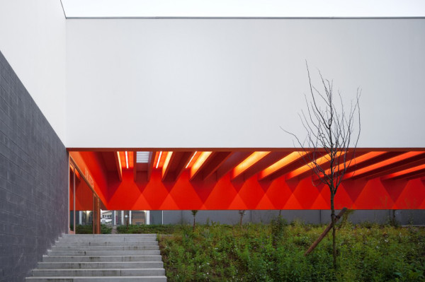 secondary school garcia da orta by bak gordon 5 600x399 Using Color to Change the Way Students See School