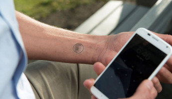vivalink digital tattoo moto x 1 345x200 The Vivalnk Digital Tattoo Secures Your Smartphone with Digital Ink