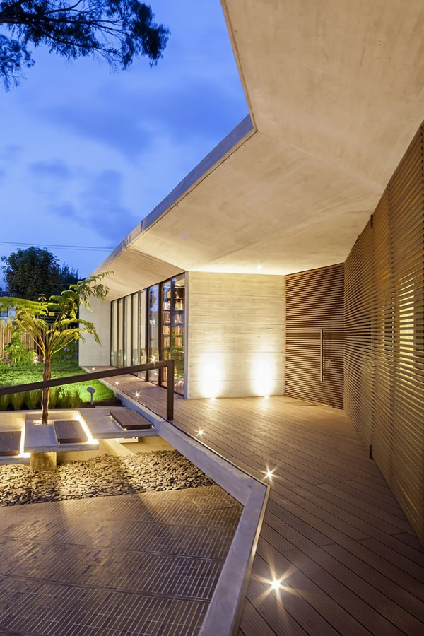 CR House by H+H Architects 12