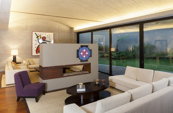 CR House by H+H Architects 3 600x391 The CR House by H+H Architects is both Solemn and Spiritual