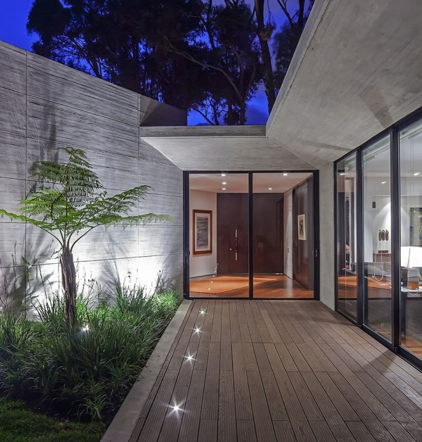 CR House by H+H Architects 5 600x628 The CR House by H+H Architects is both Solemn and Spiritual