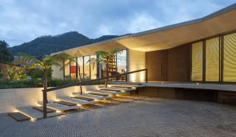 CR House by H+H Architects 9