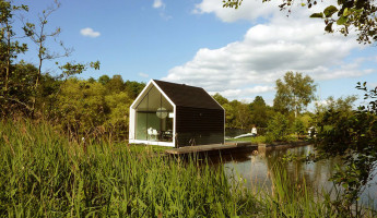 Dutch Contemporary Tiny House by 2by4-architects 2