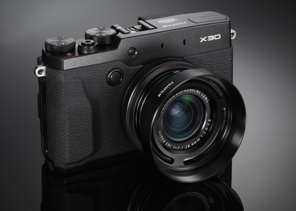 Fujifilm X30 Compact Digital Camera 1 600x428 Fujifilm X30 Compact Digital Camera is a Pros Sidearm