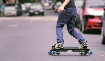 Leif Electric Street Snowboard 1 345x200 LEIF Electric Skateboard Resembles Snowboarding, Makes the Streets Your Playground