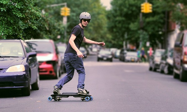 Leif Electric Street Snowboard 2 600x360 LEIF Electric Skateboard Resembles Snowboarding, Makes the Streets Your Playground