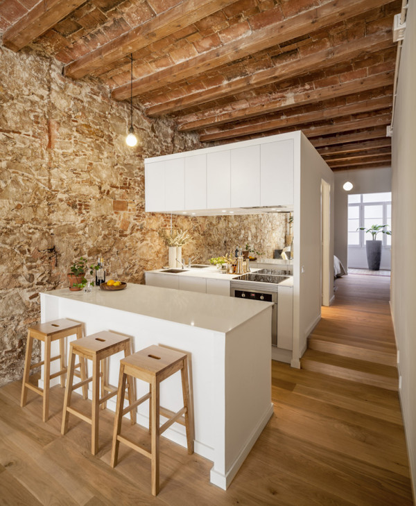 les corts apartment by sergi pons 2 600x730 19th Century Spanish Apartment Restored into Bright Modern Home