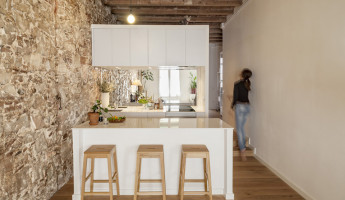 Les Corts Neighborhood Apartment by Sergi Pons