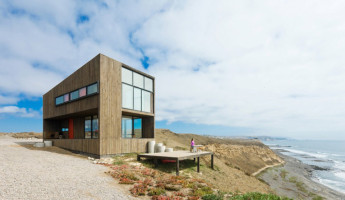 Chilean Cliffside Home by WMR Arquitectos