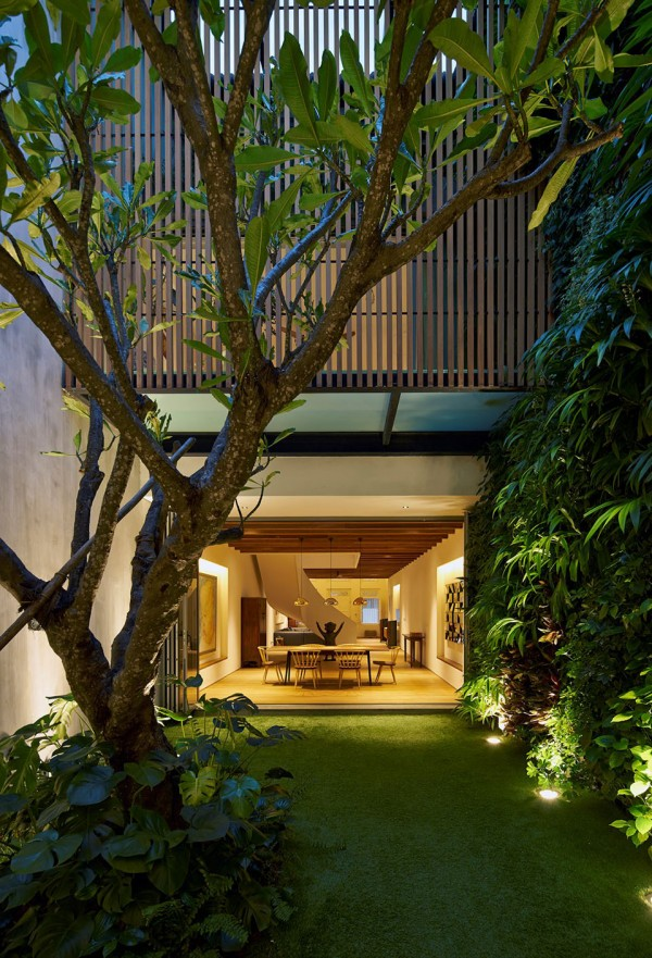 17BR House by OngOng Architects 14 600x881 A Century Old Home in Singapore Becomes a Modern Masterpiece