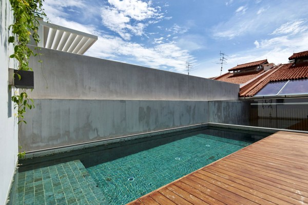 17BR House by OngOng Architects 3 600x400 A Century Old Home in Singapore Becomes a Modern Masterpiece