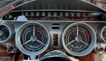 1959 Buick Invicta Hardtop Coupe Peaches and Cream 4