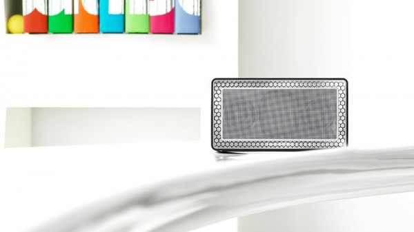 Bowers and Wilkins T7 Bluetooth Speaker 5 600x337 Bowers and Wilkins T7 Bluetooth Speaker