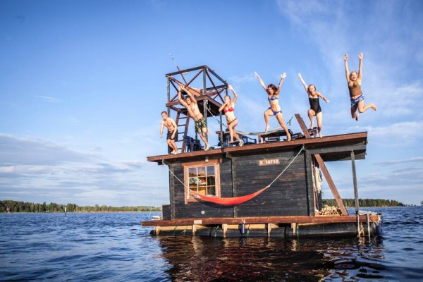 Saunalautta Floating Sauna Houseboat 2 600x400 Saunalautta Floating Sauna Houseboat is a Cruise Worthy Campsite
