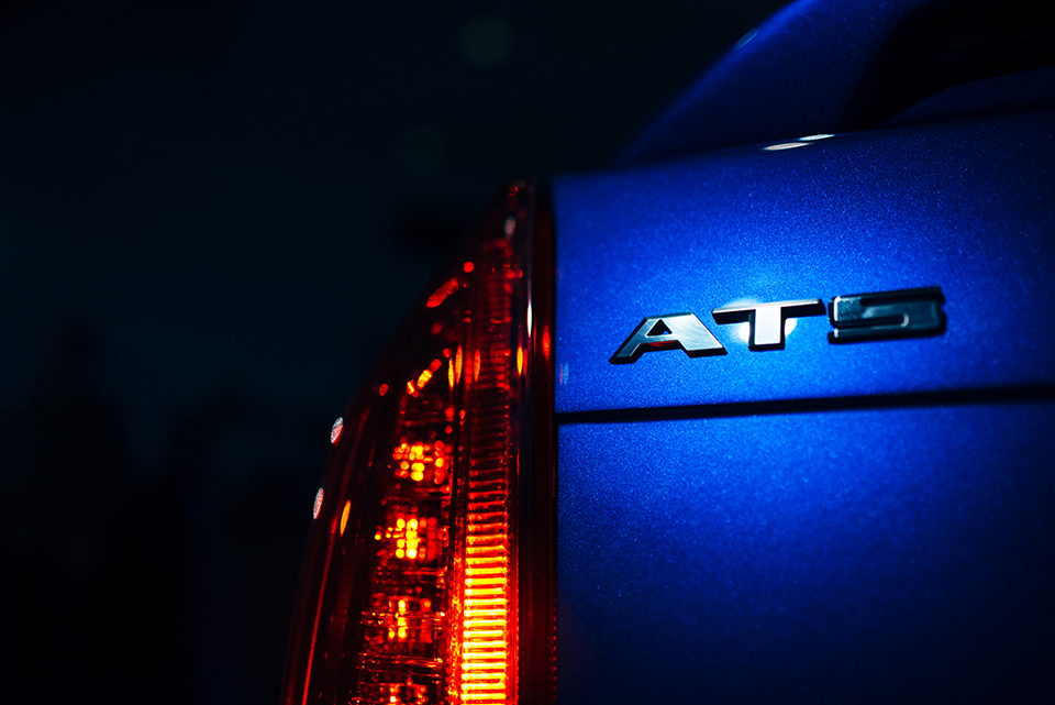 2016-Cadillac-ATS-V—Reveal—corner