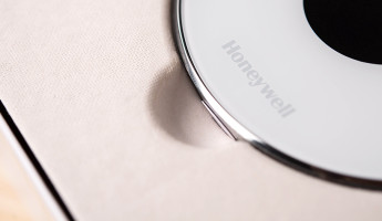 Geofencing and the Honeywell-Lyric---Unboxing---Lyric-Close-Up