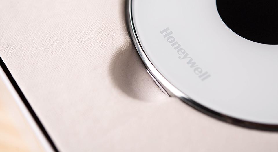 Honeywell-Lyric---Unboxing---Lyric-Close-Up