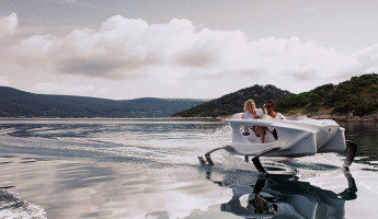 Quadrofoil Electric Hydrofoiling Personal Watercraft (1)