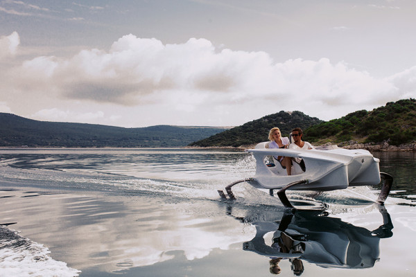 Quadrofoil Electric Hydrofoiling Personal Watercraft 1 600x400 Quadrofoil is the Flying Electric Speedboat of Tomorrow