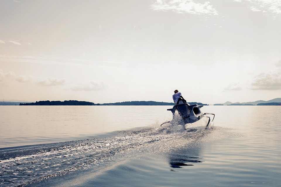 Quadrofoil Electric Hydrofoiling Personal Watercraft (2)