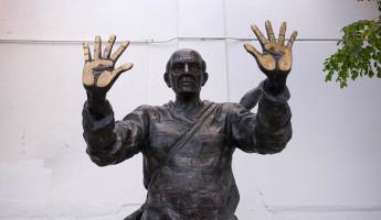 Wynwood Sculpture - Jazz Hands