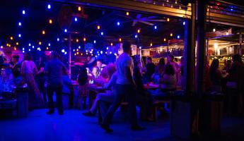 Wood Tavern Wynwood - Crowd