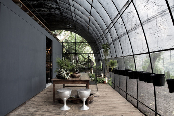 Siu Siu Net House by DIVOOE ZEIN Architects 1 600x401 Siu Siu Net House is a Sensory Subtropical Retreat