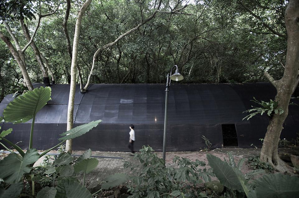 Siu Siu Net House by DIVOOE ZEIN Architects 12