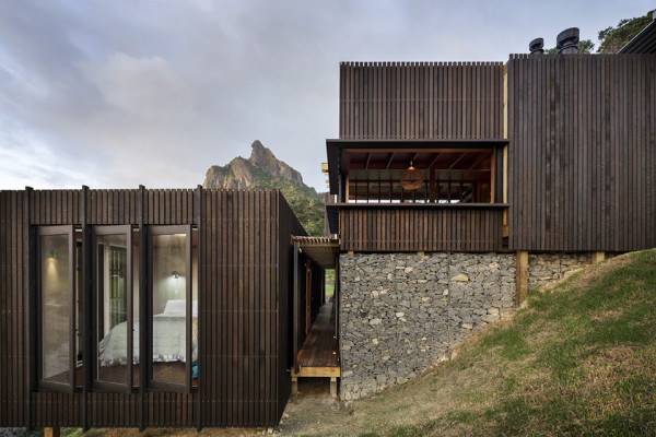 Castle Rock House by Herbst Architects 8 600x400 Castle Rock House is a Contemporary Wooden Dreamhouse on a Coastal Cliff
