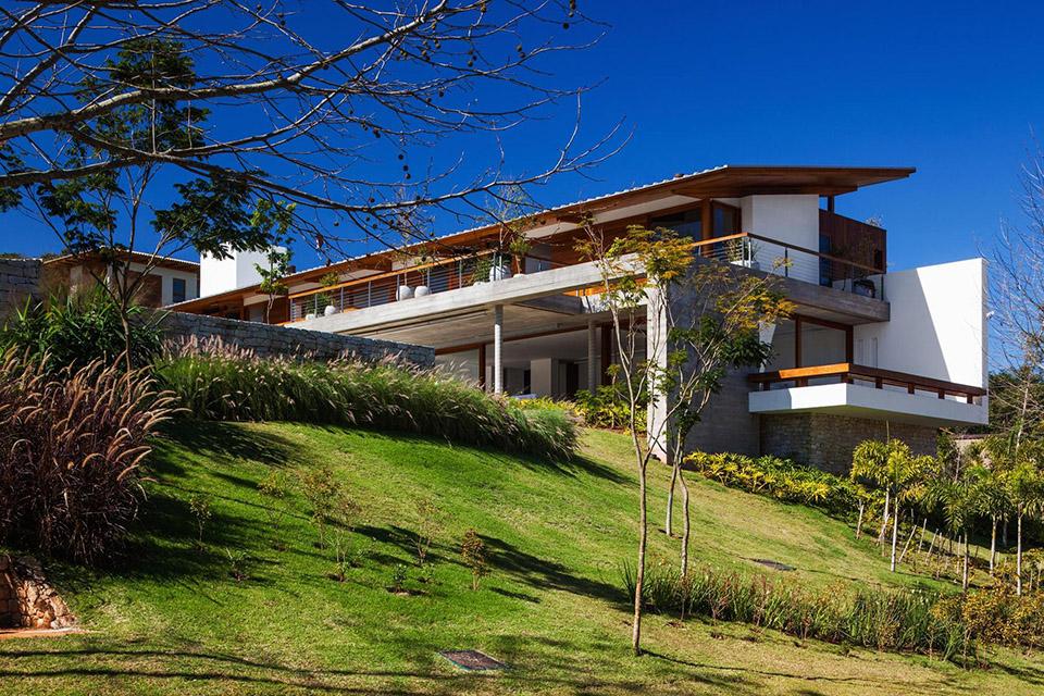 FT House by Reinach Mendonça Arquitetos Associados – Photo by Nelson Kon 15