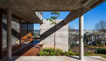 FT House by Reinach Mendonça Arquitetos Associados - Photo by Nelson Kon 3
