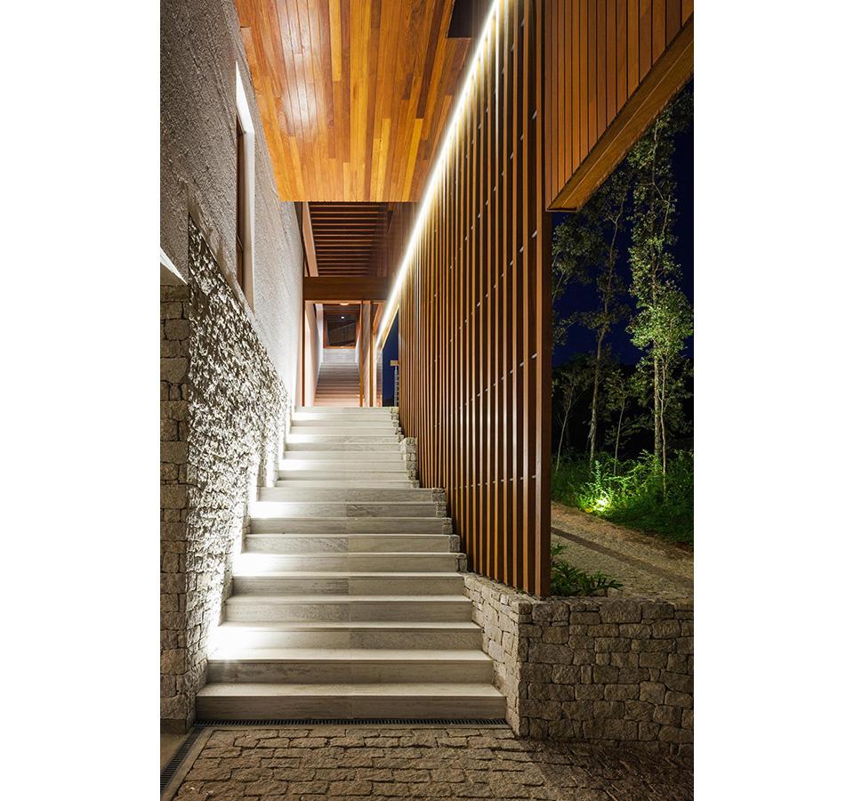 FT House by Reinach Mendonça Arquitetos Associados – Photo by Nelson Kon 4