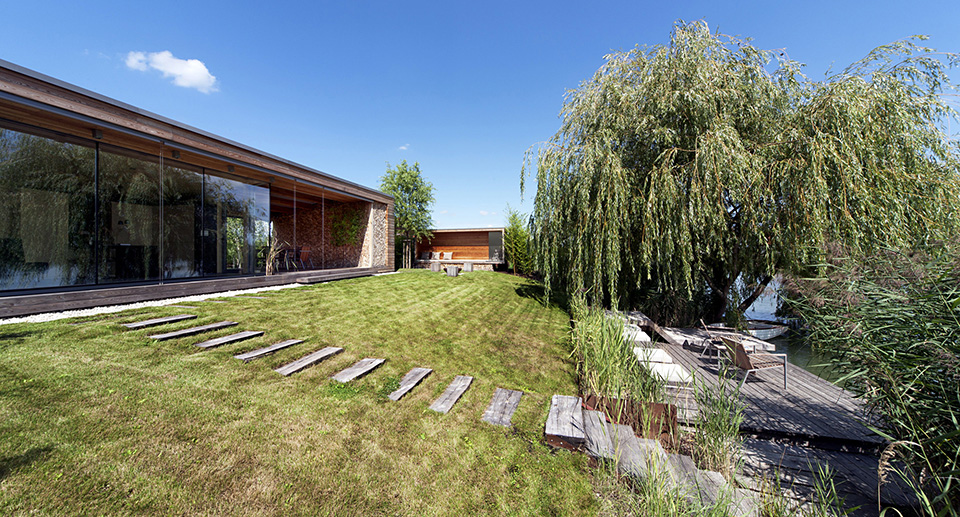 Holiday Cottage by Tóth Project Architect Office – Photo by Tamás Bujnovszky 9