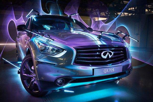 Patrick Rochon Infiniti Inspired Light 3 600x400 Photographer Patrick Rochon Transforms Infiniti Vehicles into Light Graffiti Paintbrushes