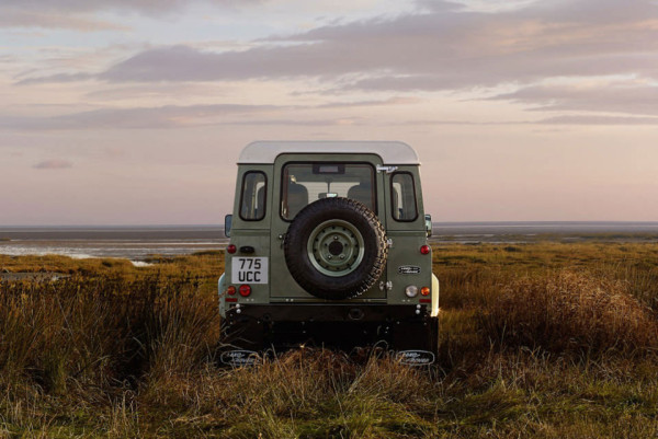 2015 Land Rover Defender Heritage Limited Edition 2 600x401 2015 Land Rover Defender Limited Editions: A Fitting End to an Off Road Icon