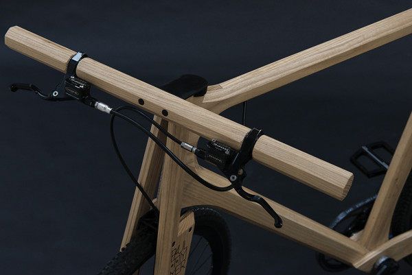 Paul Timmer Wooden Bicycle 4 600x401 A Dutch Designer Creates a Ridable Wooden Bike that a Cyclist Can be Proud Of