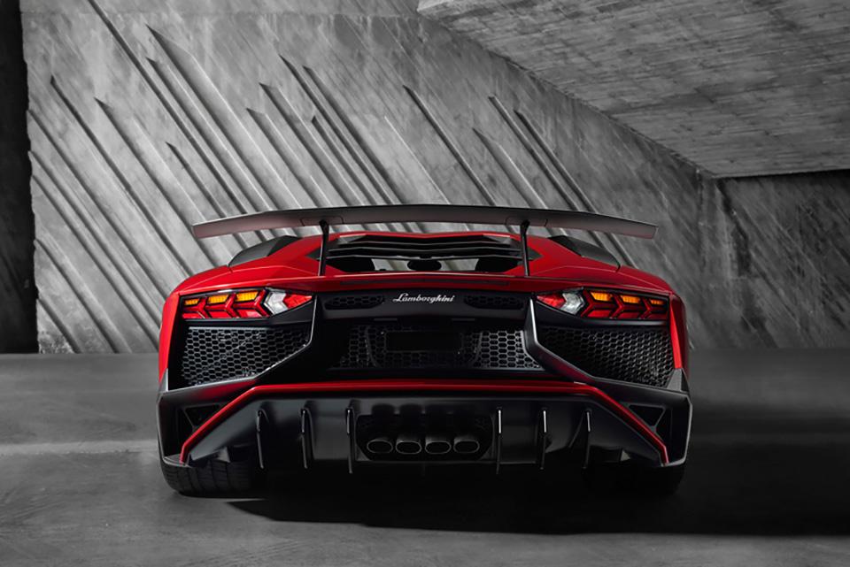 Lamborghini Aventador LP 750-4 Superveloce 9