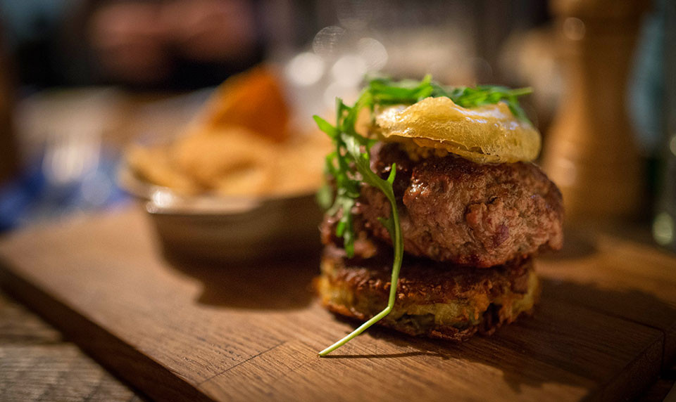 Dublin Travel St. Patrick's Day - Food - Mulligan's Grocer Boxty Burger © Seamus Payne
