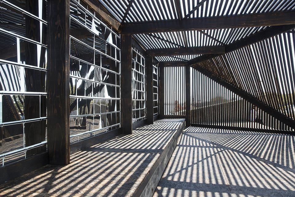 Mirrored Architecture Installation Breath Box by NAS Architecture 2
