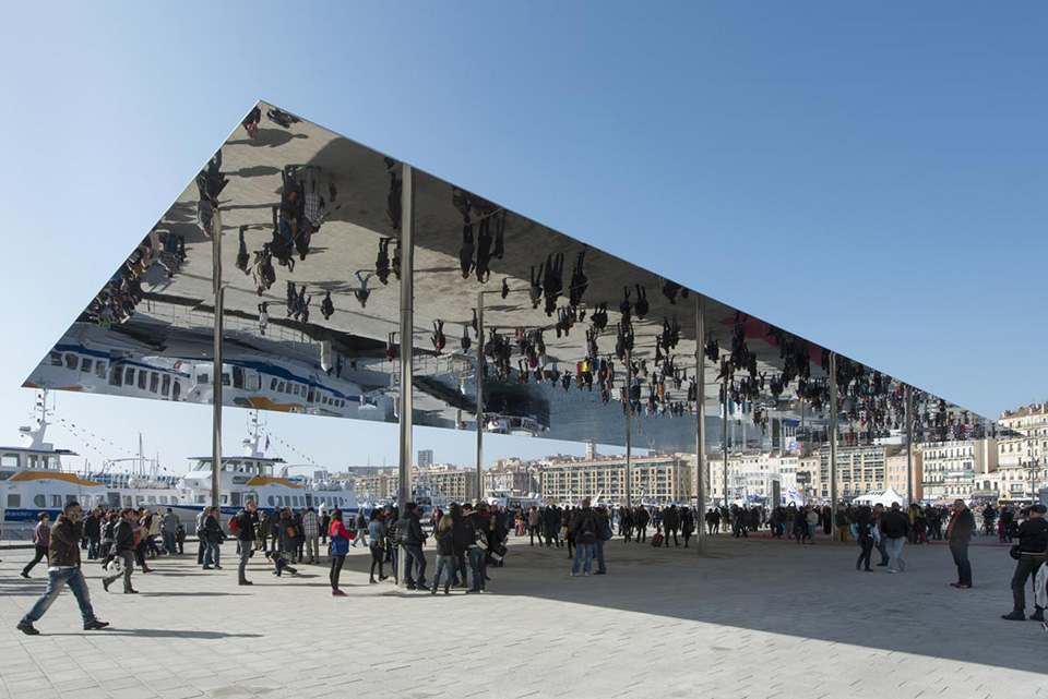 Mirrored Architecture Pavilion by Foster and Partners 1